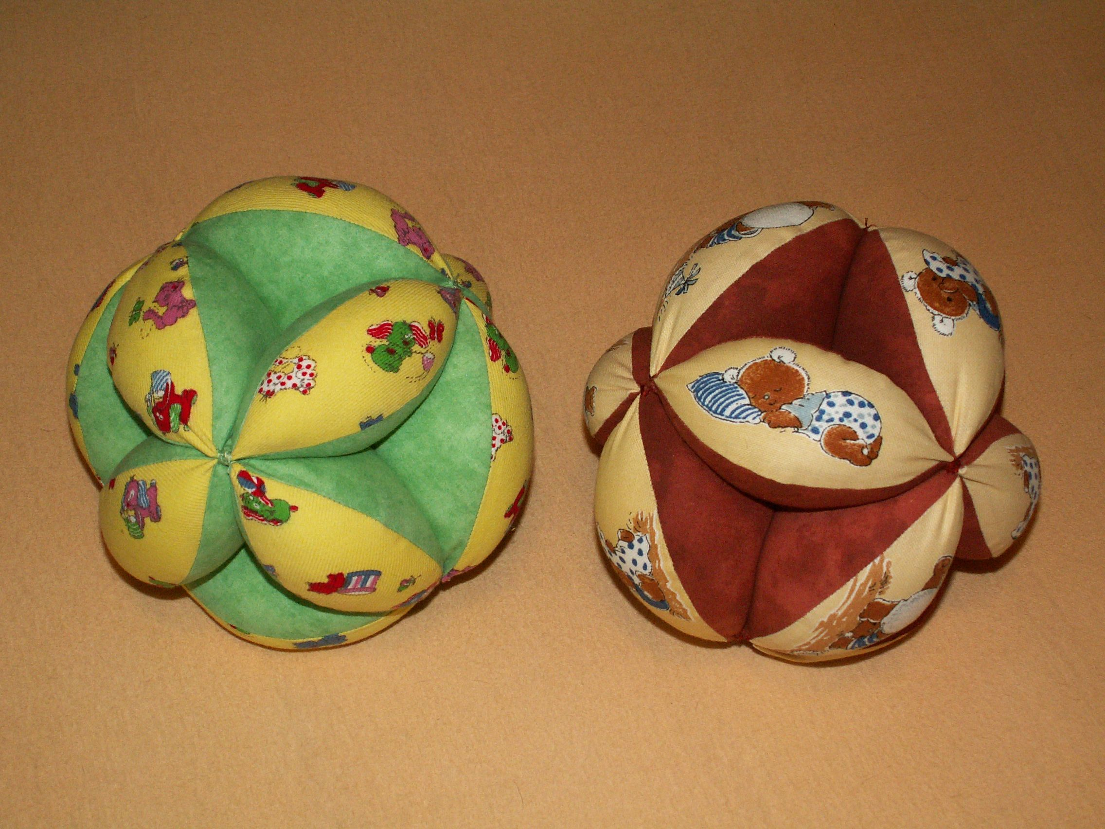 Мягкий лоскутный мячик из ткани 89